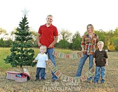 Get into the spirt with this burlap MERRY CHRISTMAS BANNER!!    Banner Details...    Individual burlap pennants measure 6 inches tall and 6 inches