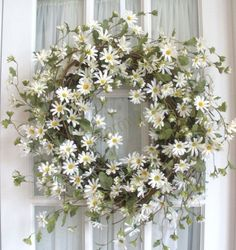 This is one of the best wreaths I've ever seen.  Daisies are the friendliest flowers.