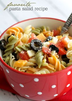 Easy and delicious Pasta Salad recipe that includes Rotini pasta, olives, tomatoes, & cheese in Italian dressing! It takes minutes to make and is perfect for any get together including BBQs and holidays. Easy Pasta Salad Recipe, Pasta Recipes, Cooking Recipes, Healthy Recipes, Pasta Salad Italian, Meat Loaf, Dinner Recipes For Kids, Dinner Ideas, Summer Salads