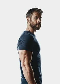 Men's Health UK November 2017 -- Chris Hemsworth by Patrik Giardino Chris Hemsworth Thor, Age Of Ultron, Mens Health Uk, Hemsworth Brothers, Die Rächer, Elsa Pataky, Z Cam, Australian Actors, Actrices Hollywood