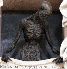 Mausoleum of Giovanni Pesaro, the Doge of Venice. Cemetery Statues, Cemetery Headstones, Old Cemeteries, Cemetery Art, Graveyards, Dark Side, La Danse Macabre, Famous Graves, Art Sculpture