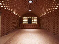 Destilería Puni, por el arquitecto Werner Scholl. #Arquitectura #Destileria #Italia #Ladrillo
