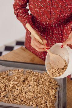 My healthy homemade granola recipe - Mode and The City - recettte-granola-breakfast - Vegan Granola, Granola Cereal, Breakfast Smoothie Recipes, Breakfast Bowls, Healthy Smoothie, Yogurt Breakfast, Healthy Yogurt, Healthy Food, Healthy Cereal