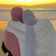 Arab Girls Hijab, Muslim Girls, Hijabi Girl, Girl Hijab, Cool Girl Pictures, Bff Pictures, Islamic Girl Images, Best Friends Aesthetic, Stylish Hijab