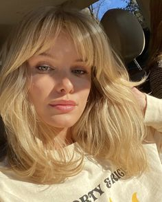 Hair Inspo, Hair Inspiration, Afro, Fringe Bangs, Curtain Bangs, Cute Jeans, Hair Dos, Makeup Inspo, Pretty Hairstyles