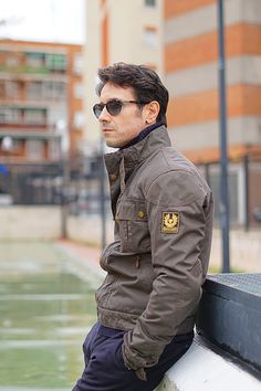 winter outfit style ideas for men with grey Belstaff biker jacket, blue turtleneck Tommy Hilfiger sweater, blue trousers and Persol sunglasses. Belstaff style for men Belstaff Racemaster, Belstaff Style, Belstaff Jackets, Winter Fashion Casual, Casual Fall, Winter Outfits, Men Casual, Beige Suits, Outfit Invierno