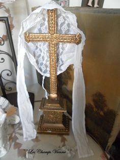 °°Crucifix perle doré LCV °°