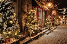 quebec city's petit champlain neighbourhood at christmas. estabilished in 1608, it is the oldest commerical district in north america. photo by luckyquebec.