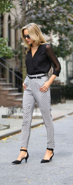 black and white look with v neck top and printed pants ! Perfect for business