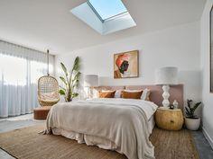Barefoot Bay Villa - luxury designer home - Villas for Rent in Byron Bay, New South Wales, Australia Home Bedroom, Bedroom Decor, Zen Master Bedroom, Camas King, Zeina, Pink Bedding, Pink Room, Contemporary Bedroom, Contemporary Kitchens