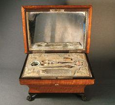 """""""Palais Royale"""" Musical Sewing Kit."""