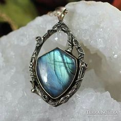 Labradorite bronze shield Wire Weaving, Wire Jewelry, Pagan, Labradorite, Jewelry Making, Bronze, Turquoise, Rings, How To Make
