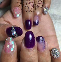 Lovely purple @ The Nail's Room by Mildred #thenailsroom #uñas #uñasacrilicas #acrylic #acrylicnails #notpolish #nails #nailprodigy #nailsofinstagram #ovalnails #shortnails #youngnailsacrylic #crystals #irridesentglitter #pretty #purplenails
