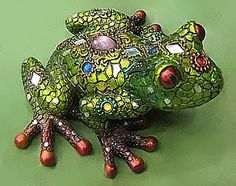 shiny frog- love to have this for my garden!