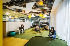 <p>Office foosball tables are old '90s startup news, but an office putting green?</p>