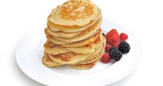 Pancakes | Άκης Πετρετζίκης Breakfast For Kids, Pancakes, Food Porn, Yummy Food, Sweets, Desserts, Recipes, Breads, Drinks