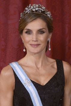 Queen Letizia of Spain Photos - Queen Letizia of Spain receives Israeli President Reuven Rivlin and wife Nechama Rivlin for a Gala Dinner at the Royal Palace on November 6, 2017 in Madrid, Spain. - Spanish Royals Host Official Dinner for Israel President