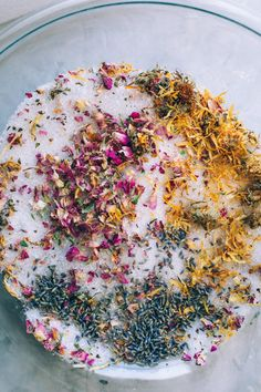 Bath Salt Blessings are a super easy DIY mixture that helps add a little magic to your bath along with replenishing you while soaking! Bath Recipes, No Salt Recipes, Herbal Remedies, Natural Remedies, Diy Simple, Easy Diy, Bath Salts Recipe, Spiritual Bath, Manicure Y Pedicure