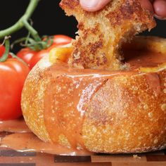 Grilled Cheese And Tomato Soup Bread Bowl Recipe by Tasty - Bread Recipes Grilled Cheese With Tomato, Grilled Cheese Recipes, Soup Recipes, Vegetarian Recipes, Cooking Recipes, Tasty Videos, Food Videos, Sauce Tomate, Bread Bowls
