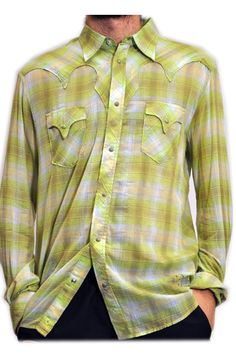 Camicia uomo Diesel a scacchi. Taschini frontali con pattina a punta. Cuciture particolari sulle spalle