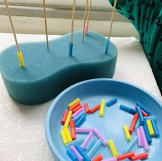 Fine motor and color sortingYou can make paterns or only lining.Fine motor activity - Line up colorful straws - Motor Skills Activities, Toddler Learning Activities, Montessori Activities, Infant Activities, Fine Motor Skills, Fun Activities, Kids Learning, Montessori Materials, Montessori Toddler
