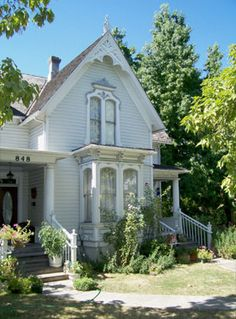 Love old white clapboard houses.
