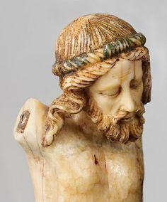 Northern European, probably French. Detail of the crucified  Christ, circa 1300. Walrus ivory with traces of paint and gilding. The Cloisters Collection, 2005. Public Domain (Ceoil).