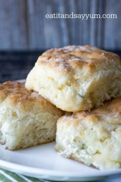 Buttermilk Herb and Cheddar Biscuits recipe from eatitandsayyum.com- easy quick bread you can use with breakfast or dinner