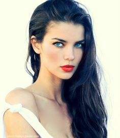The modern day Snow White: coral lips + black/gray liner contrast beautifully against ebony hair.