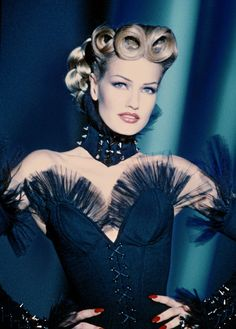 judith-orshalimian:  Karen Mulder for Thierry Mugler in the 90's :)