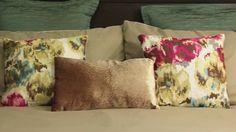 ¿Quieres que tu dormitorio sea el más cómodo y a la vez se vea bien? ;) Mira nuestro consejo y comparte los detalles con tu familia (Y)  Recuerda en nuestras sucursales encuentras todo lo que necesitas para que tu habitación también se vea así de bien. Throw Pillows, Bed, Videos, Home, Yurts, Tips, Toss Pillows, Cushions, Stream Bed