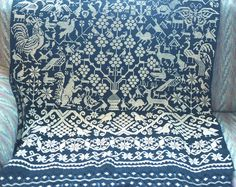 This amazing and huge rebozo was made in the area of Hueyapan, Puebla, Mexico. I don't have a better photo of the rebozo at this time, and this photo shows only half of the rebozo. Mexican Style Dresses, Mexican Designs, Wedding Designs, Cool Photos, Art Pieces, Tapestry, Embroidery, Quilts, Blue