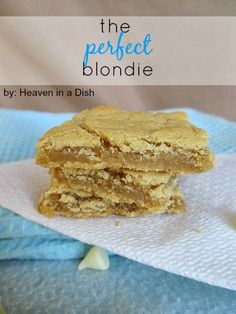 The Perfect Blondie by Heaven in a Dish -seriously the best blondie recipe ever! Do not lose this recipe, it never fails! Best Blondies Recipe, Blondie Recipe, Blonde Brownies, Yummy Things To Bake, Fails, No Bake Desserts, Just Desserts, Delicious Desserts, Dessert Bars
