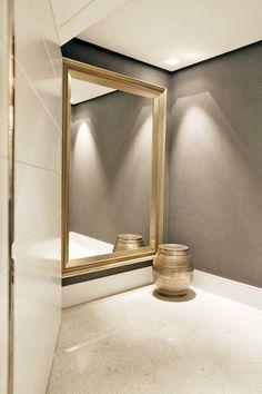 Dourado na medida certa! Hall do elevador.