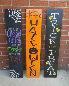 Haunting Halloween crafts from the Community - Creative Fabrica Halloween Veranda, Halloween Porch, Halloween Signs, Halloween Wreaths, Halloween Stuff, Halloween Wood Crafts, Diy Halloween Decorations, Holiday Crafts, Halloween Palette
