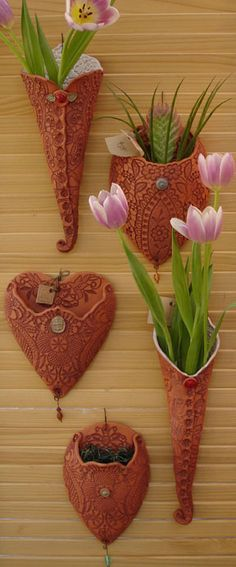 Ceramic Flower Wall Art - Ideas on Foter Hand Built Pottery, Slab Pottery, Ceramic Pottery, Pottery Art, Ceramics Projects, Clay Projects, Clay Crafts, Sculptures Céramiques, Deco Originale