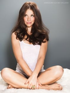 Evangeline Lilly [LOreal campaign] sitting yoga in posture Pretty People, Beautiful People, Beautiful Women, Amazing Women, Hot Actresses, Beautiful Actresses, Beautiful Celebrities, Nicole Evangeline Lilly, Sublime Creature