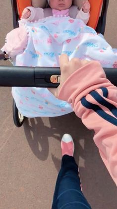 Miss___yiyih___ Baby Kind, Cute Baby Girl, Mom And Baby, Korean Babies, Asian Babies, Cute Baby Pictures, Baby Photos, Baby Family, Cute Family