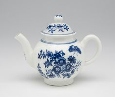 Miniature Teapot Made by the Worcester porcelain factory c. 1775