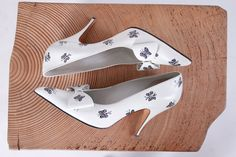1950s shoes . 50s hand painted butterfly heels . by coralvintage