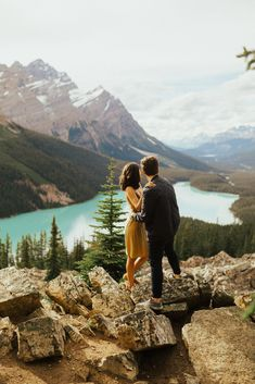 Cutest Engagement Photos at Moraine Lake in Banff National Park. These were so fun to photograph! Lake Engagement Photos, Fall Engagement, Engagement Couple, Engagement Session, Photo Poses For Couples, Picture Poses, Picture Ideas, Mountain Photography, Couple Photography