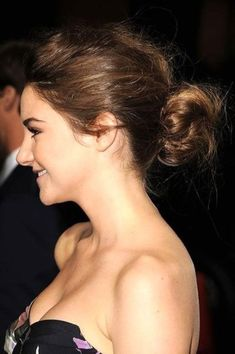 The Lazy Girl's Guide to Easy Messy Bun Hair Ideas Lazy Girl Hairstyles, Sleep Hairstyles, Messy Bun Hairstyles, Messy Updo, Modern Hairstyles, Popular Hairstyles, Perfect Bun, Red Carpet Hair, Holiday Looks