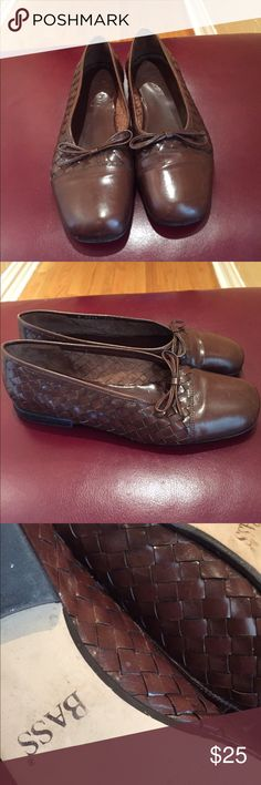 Vintage Bass loafers size 9 1/2 Beautiful vintage brown BASS  loafers with Tie basket weave detail all Leather size 9 1/2 great condition Bass Shoes Flats & Loafers