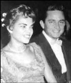 Johnny Cash, Vivian Liberto and June Carter Johnny Cash First Wife, Johnny Cash Daughter, Johnny Und June, Johnny Cash June Carter, Bwwm, Interracial Love, Famous Singers, Elvis Presley, Country Music