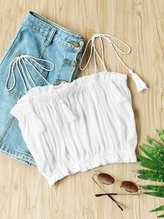¡Cómpralo ya!. Tassel Tie Shoulder Frill Trim Crop Top. White Vacation Cute Sexy Boho Spaghetti Strap Sleeveless Polyester Plain Crop Ruffle Tassel Fabric has some stretch Spring Summer Blouses. , topcorto, croptops, croptop, croptops, croptop, topcrop, topscrops, cropped, topbailarina, corto, camisolacorta, crop, croppedt-shirt, kurzestop, topcorto, topcourt, topcorto, cortos. Top corto de mujer de SheIn.