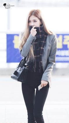Rosé Airport Departure to Jakarta, Indonesia Blackpink Fashion, Korean Fashion, Divas, Rose And Rosie, Girl Outfits, Cute Outfits, 1 Rose, Kim Jisoo, Jennie Lisa