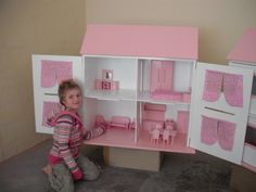 'Barbie' dollhouse :Collapsible