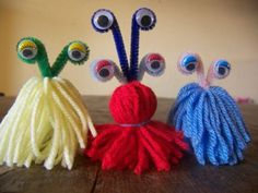 Little adorable wool monsters that are easy to make! Thanksgiving Crafts, Fall Crafts, Preschool Crafts, Diy Crafts For Kids, Quiet Critters, Planet Crafts, Little Monster Party, Bricolage Halloween, Yarn Dolls