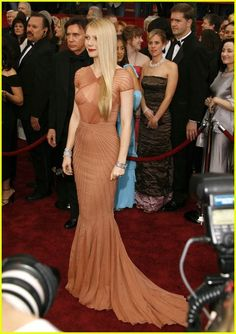 Gwyneth Paltrow wearing Zac Posen at the 2007 Academy Awards.