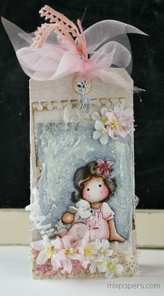 Mix papers: Shabby chic christmas tag.